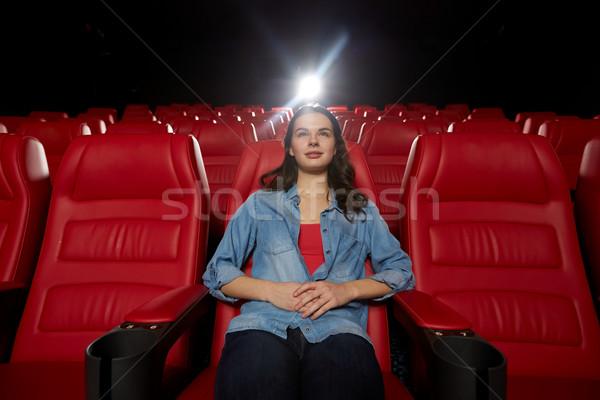 Stok fotoğraf: Genç · kadın · izlerken · film · tiyatro · sinema · eğlence