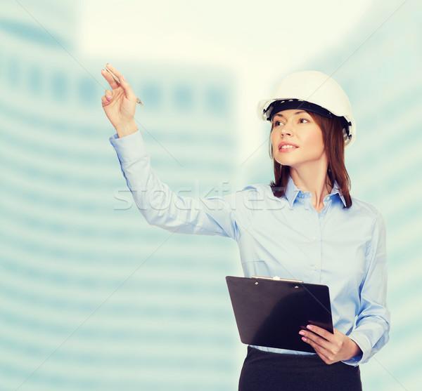 Glimlachend zakenvrouw helm gebouw ontwikkelen Stockfoto © dolgachov