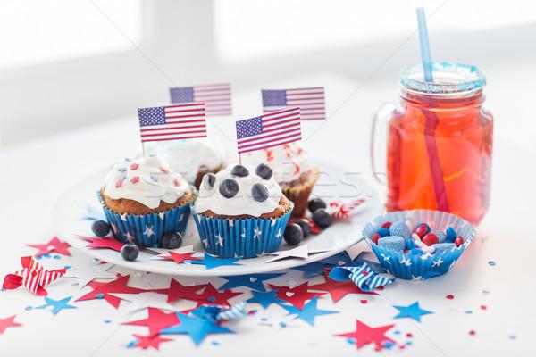 Minitorták amerikai zászlók nap ünneplés ünnepek Stock fotó © dolgachov