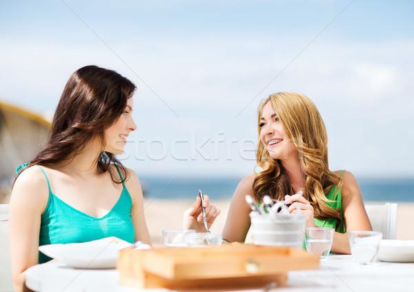 Stok fotoğraf: Kızlar · kafe · plaj · yaz · tatil · tatil