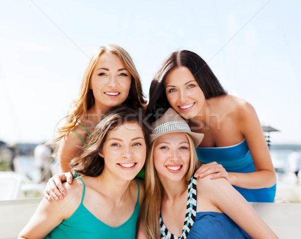 Stok fotoğraf: Grup · kızlar · kafe · plaj · yaz · tatil