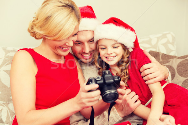Família ajudante olhando natal Foto stock © dolgachov