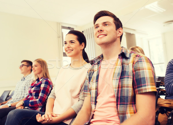 Grupo sorridente estudantes palestra ouvir educação Foto stock © dolgachov
