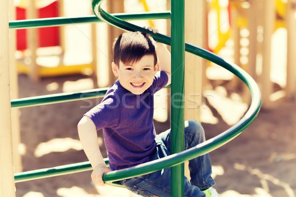 Szczęśliwy mały chłopca wspinaczki dzieci boisko Zdjęcia stock © dolgachov