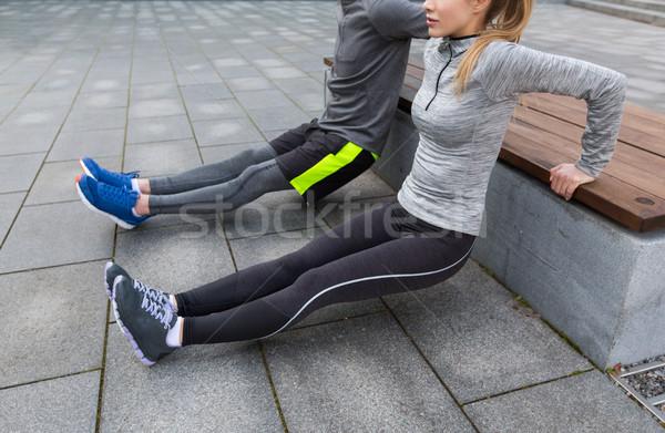 カップル 上腕三頭筋 ディップ ベンチ フィットネス ストックフォト © dolgachov