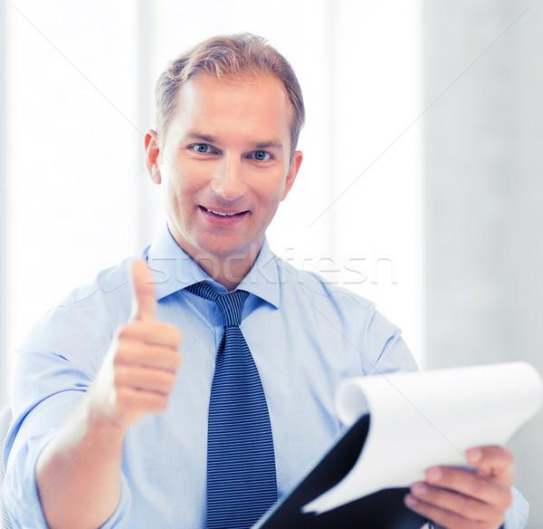 üzletember papírok mutat remek jóképű férfi Stock fotó © dolgachov