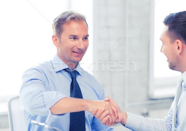 Geschäftsleute Händeschütteln Büro Bild Business Hände Stock foto © dolgachov