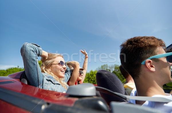 Feliz amigos conducción cabriolé coche país Foto stock © dolgachov