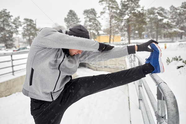 Sport uomo gamba recinzione inverno Foto d'archivio © dolgachov