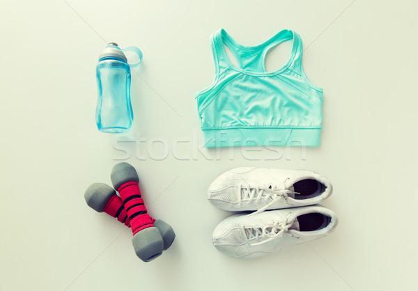 Abbigliamento sportivo manubri bottiglia sport fitness Foto d'archivio © dolgachov