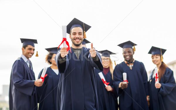 Gelukkig studenten tonen onderwijs afstuderen Stockfoto © dolgachov