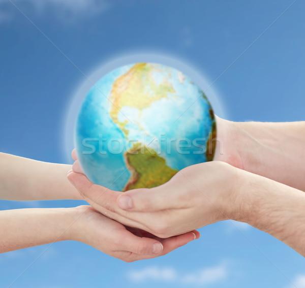 Kind vader handen aarde aarde Stockfoto © dolgachov