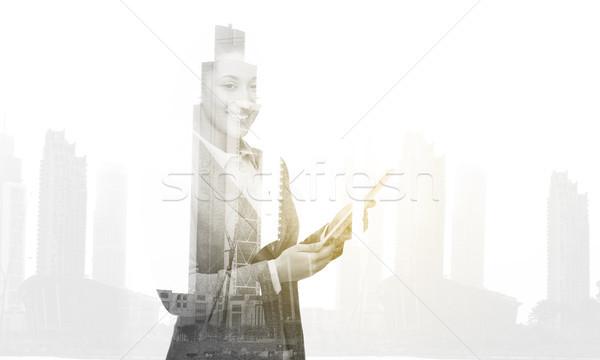 Glimlachend zakenvrouw computer zakenlieden technologie Stockfoto © dolgachov