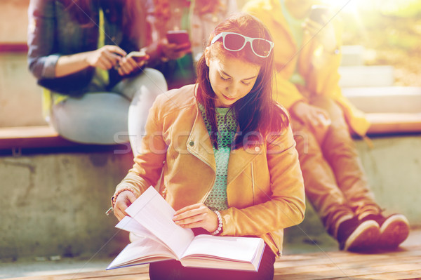 школу студент девушки чтение книга улице Сток-фото © dolgachov