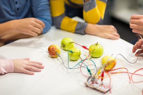 Ninos manos invención robótica escuela Foto stock © dolgachov