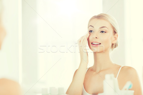 Feliz mujer crema cara bano Foto stock © dolgachov