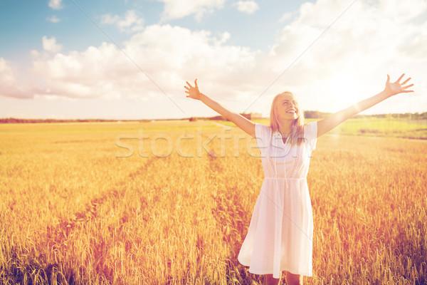 Stock fotó: Mosolyog · fiatal · nő · fehér · ruha · gabonapehely · mező · vidék