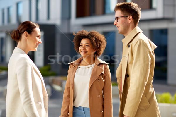 Persone gruppo parlando strada urbana business comunicazione corporate Foto d'archivio © dolgachov