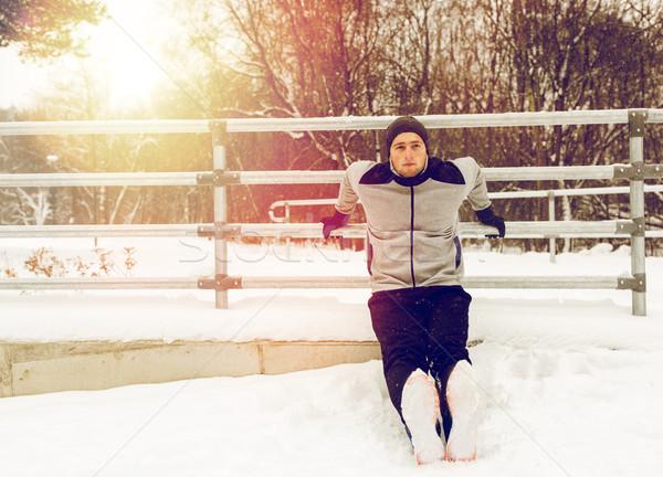 Sport man triceps hek winter fitness Stockfoto © dolgachov