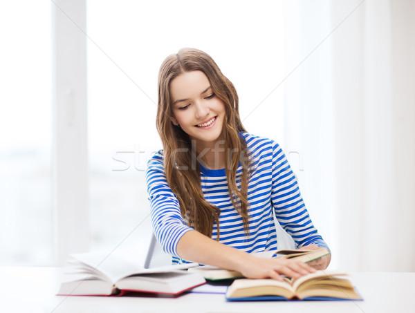 счастливым улыбаясь студент девушки книгах образование Сток-фото © dolgachov
