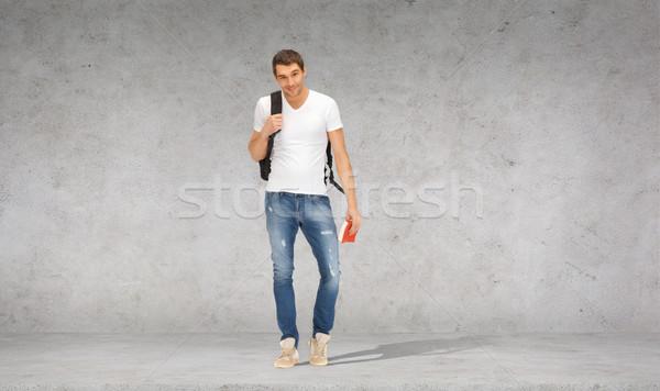 Uśmiechnięty student plecak podróży przewodnik wakacje Zdjęcia stock © dolgachov