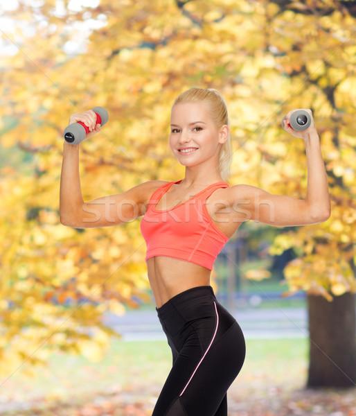 Foto d'archivio: Sorridere · bella · donna · manubri · fitness