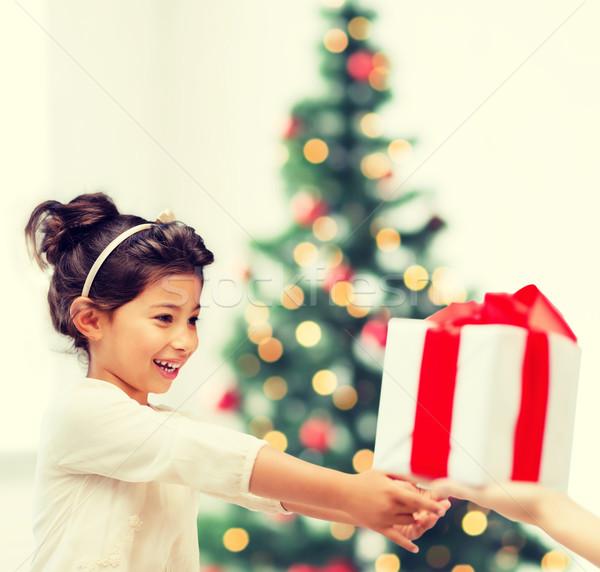 Stok fotoğraf: Mutlu · çocuk · kız · hediye · kutusu · tatil · hediyeler