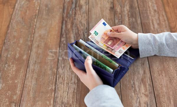 Vrouw handen portemonnee euro geld Stockfoto © dolgachov