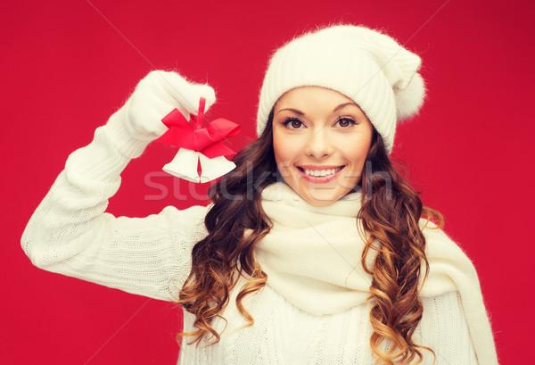 Mosolygó nő ujjatlan kesztyűk kalap karácsony karácsony tél Stock fotó © dolgachov