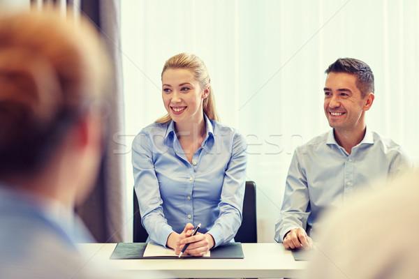 Grupo sorridente reunião escritório pessoas de negócios Foto stock © dolgachov