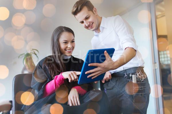 Szczęśliwy kobieta stylista salon piękna Zdjęcia stock © dolgachov