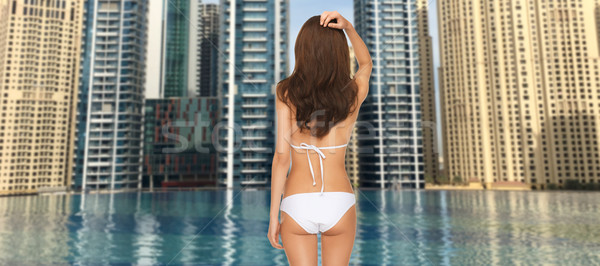 Donna bikini indietro Dubai città piscina Foto d'archivio © dolgachov