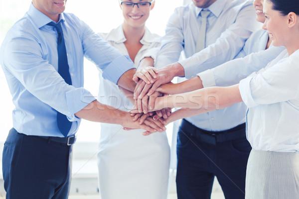 Equipo de negocios victoria oficina éxito ganar Foto stock © dolgachov