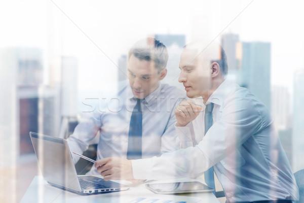 Dos empresarios debate oficina negocios tecnología Foto stock © dolgachov