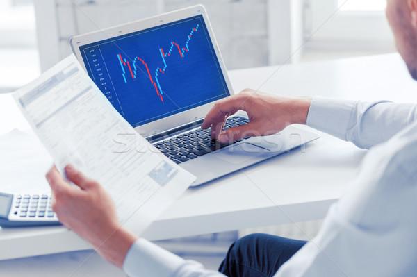 Geschäftsmann arbeiten Forex Tabelle Büro Business Stock foto © dolgachov