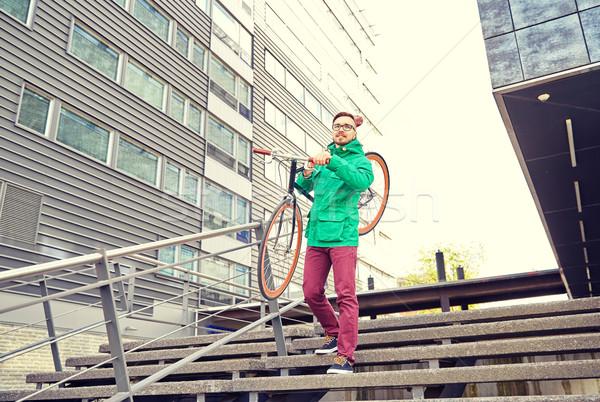 Genç adam sabit dişli Stok fotoğraf © dolgachov