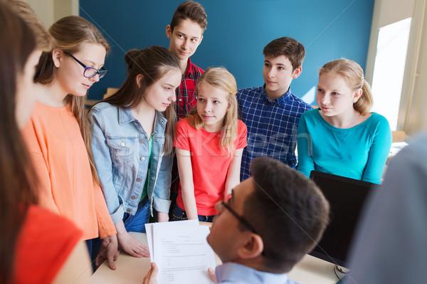 Grupo estudantes professor escolas educação aprendizagem Foto stock © dolgachov