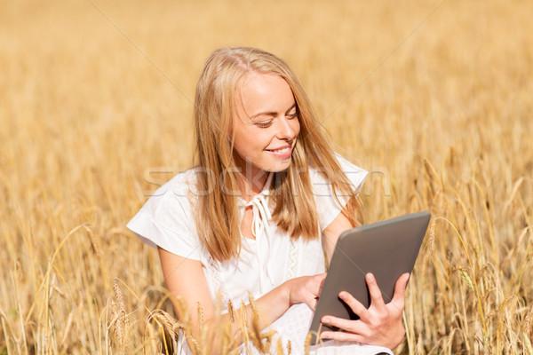 Stock fotó: Boldog · fiatal · nő · táblagép · gabonapehely · mező · nyár