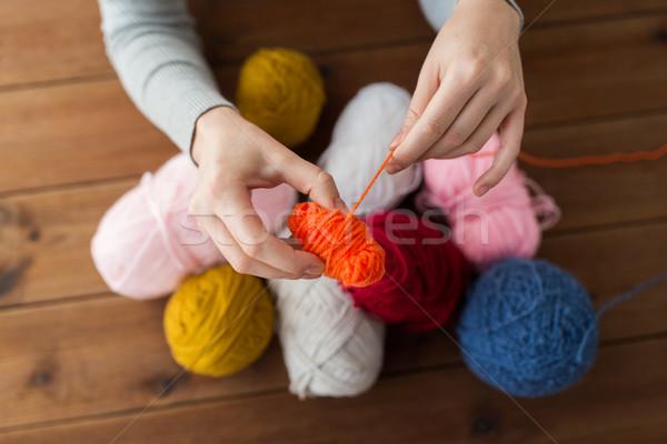 Mujer hilados hasta pelota Foto stock © dolgachov