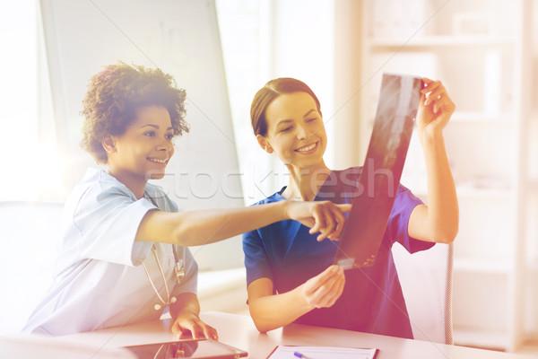 Stok fotoğraf: Mutlu · kadın · doktorlar · xray · görüntü · hastane