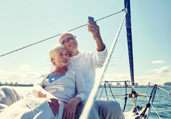 Idős pár elvesz okostelefon jacht vitorlázik technológia Stock fotó © dolgachov