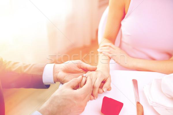 Zdjęcia stock: Człowiek · pierścień · palec · para · miłości