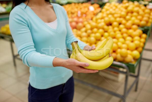 Femme bananes épicerie Shopping vente alimentaire Photo stock © dolgachov