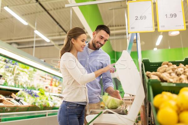 Feliz Pareja col escala comestibles compras Foto stock © dolgachov