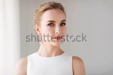 笑顔の女性 白いドレス ダイヤモンド 宝石 高級 結婚式 ストックフォト © dolgachov