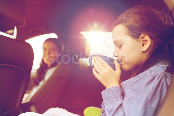 Bambina guida auto bere Cup famiglia Foto d'archivio © dolgachov