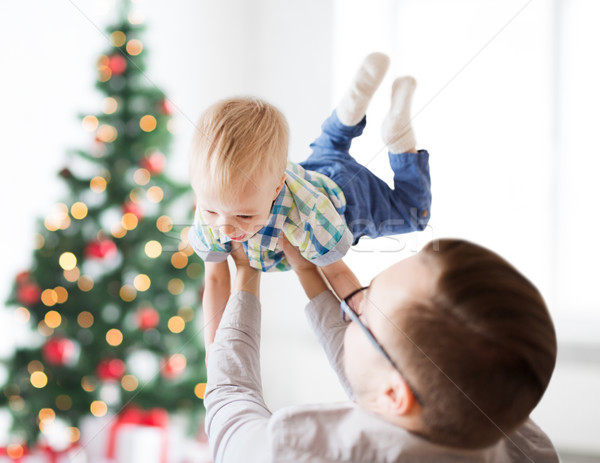Feliz padre jugando hijo Navidad familia Foto stock © dolgachov