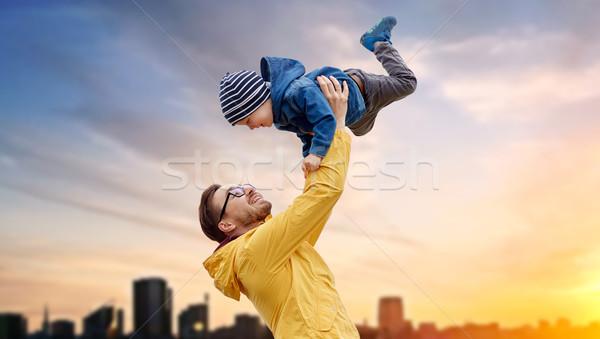 Apa fia játszik szórakozás kint család gyermekkor Stock fotó © dolgachov