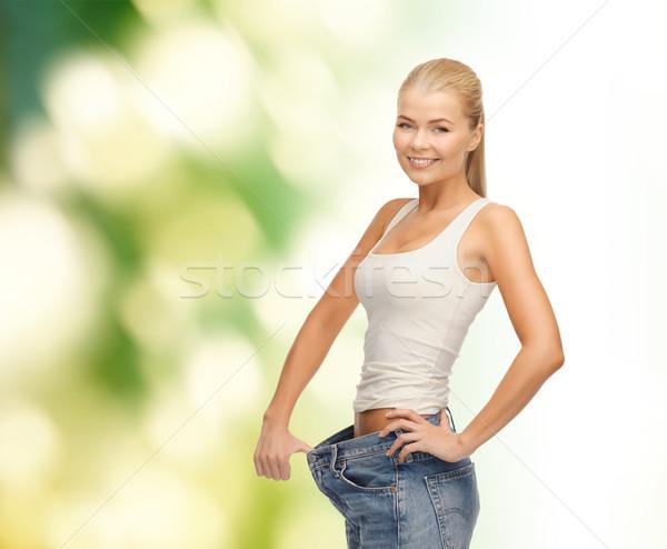 Vrouw tonen groot pants fitness Stockfoto © dolgachov