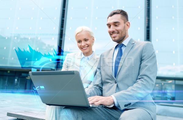 Stock fotó: Mosolyog · üzletemberek · laptop · kint · üzlet · technológia